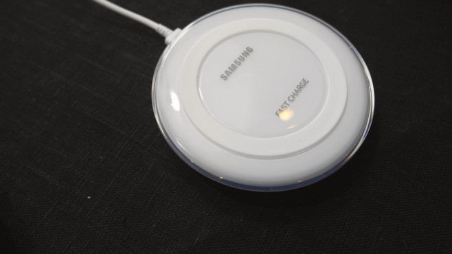 Wireless Charging Samsung Galaxy Note 5 © COMPUTER BILD