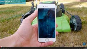 Rasenmäher vs. iPhone: Die YouTuber TechRax zerstören regelmäßig Smartphones©Screenshot: TechRax / YouTube
