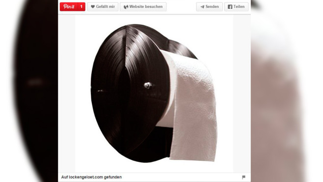 Nur für Musik-Nerds: Bauen Sie eine Halterung für Toilettenpapier aus zwei alten Schallplatten.©Screenshot: Pinterrest