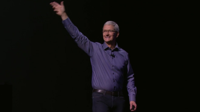 Tim Cook startet die Show © Apple
