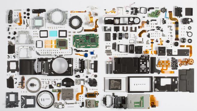 Einzelteile einer Digitalkamera©COMPUTER BILD