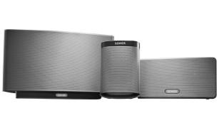Schon ausprobiert: Sonos Update für besseren Klang Das Update mit TruePlay Raumanpassung ist für die Sonos Boxen Play:5, Play:1 und Play:3 verfügbar (im Bild von links nach rechts, um 460, 200 und 340 Euro).©Sonos