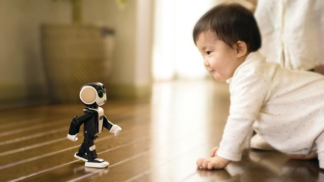 Das Robohon-Smartphone läuft und spricht.©robohon.com, Sharp