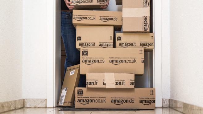 Weihnachtsgeschäft bei Amazon©iStock.com/killerbayer