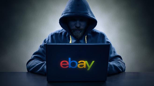 Mann vor Notebook mit Ebay-Logo©eBay, Mikko Lemola – Fotolia.com