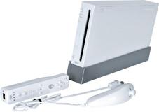 Nintendos Wii wiegt nur 1,2 Kilogramm und misst in der Höhe 15,9 Zentimeter, ist 21,7 Zentimeter tief und 4,65 Zentimeter breit.