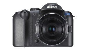 Samsung NX mit Nikon-Logo©Samsung, Nikon, COMPUTER BILD