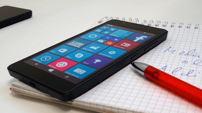 Lumia 540 im Praxis-Test: Media Markt kontert Aldi-Angebot Das Lumia 540 sollte eigentlich gar nicht in Deutschland zu haben sein. Aktuell ist es hierzulande exklusiv beim Media Markt zu haben.©COMPUTER BILD