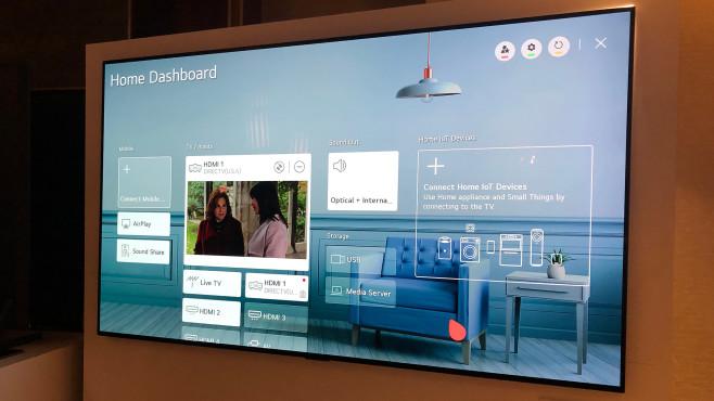 Es geht auch kleiner: Die Fernseher-Highlights der CES 2020 Fernseher werden auch zur Smart-Home-Zentrale, in der sich vernetzte Hausgeräte kontrollieren oder auch Bilder von Tür-Kameras einblenden lassen.©COMPUTER BILD