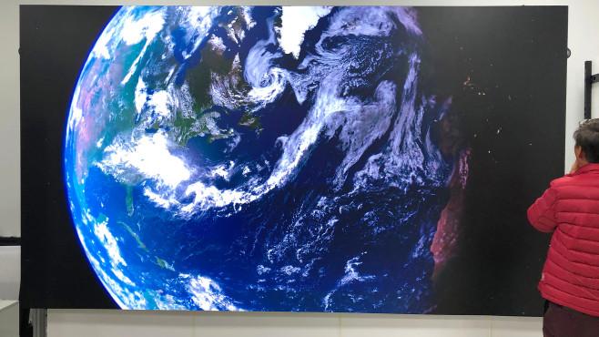 """QLED, OLED, Micro-LED, Mini-LED: Das sind die Fernseher der Zukunft! Der Samsung Micro-LED-TV """"The Wall"""" setzt sich aus 12 Modulen zusammen.©COMPUTER BILD"""