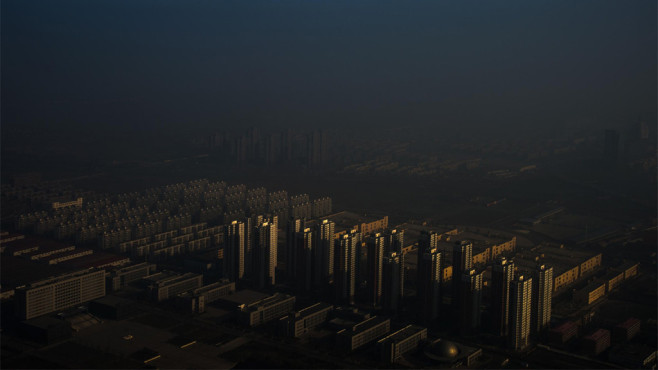 Stadt verschwindet im Dunst ©Contemporary Issues, 1st prize singles Zhang Lei, China, 2015, Tianjin Daily, Haze in China