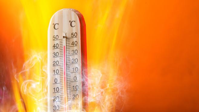 Prozessor belasten per Taschenrechner©Fotolia--Lukas Gojda-Celsius thermomether with fire flames