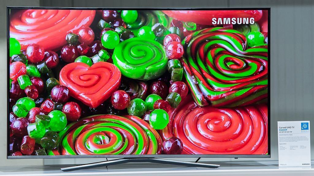 Die neuen Samsung UHD-Fernseher haben das Zeug zum Verkaufsschlager Der Samsung KU6509 ist die Variante mit Curved Display vom KU6409. Samsung verspricht satte und natürliche Farben von dem Ultra-HD-Modell.©COMPUTER BILD