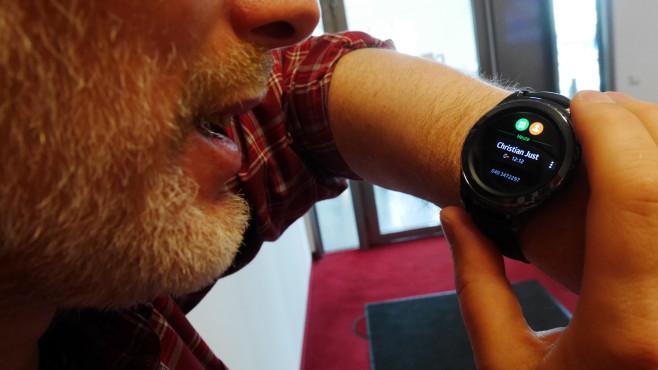 Telefonieren mit der Samsung Gear S2 mit eSIM©COMPUTER BILD