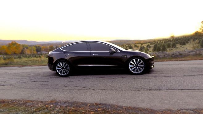 Tesla Model 3 in Schwarz © Tesla