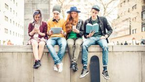 Junge-Leute-Handytarife©oneinchpunch – Fotolia.com