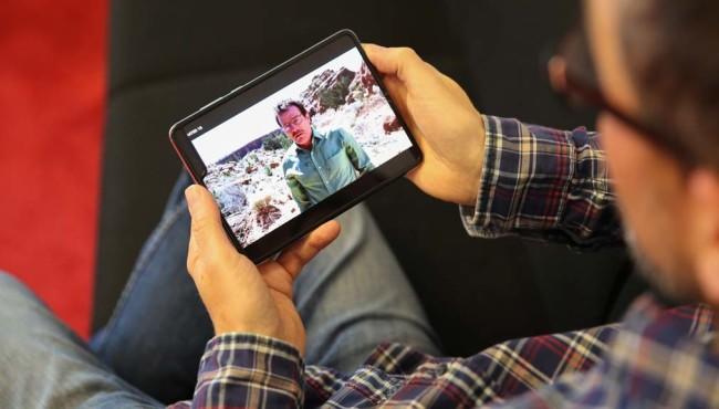 Samsung Galaxy Fold – das erste Falt-Handy: Praxis-Test, Preis, Vorbestellung, Release Das Fold eigenet sich aufgeklappt besonders gut für Spiele und 16:9-Filme, Kinofilme haben aber große Balken.©COMPUTER BILD