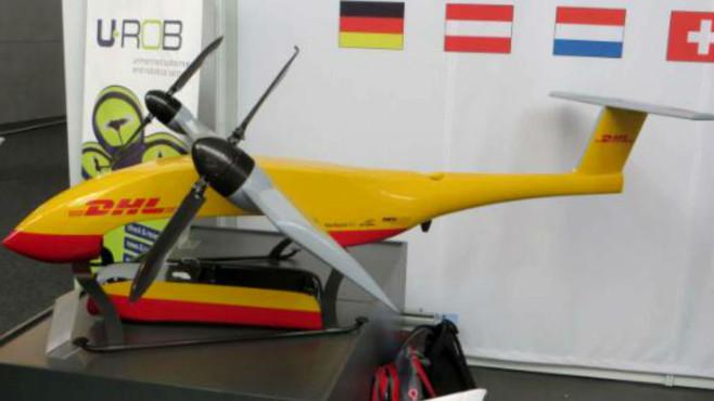 """ILA: Diese Drohnen verändern die Welt! Die DHL stellte auf der ILA in Berlin den """"Paketkopter 3.0"""" vor. Die Drohne soll Pakete von einer Packstation zur nächsten fliegen.©Julian Röpcke, BILD"""