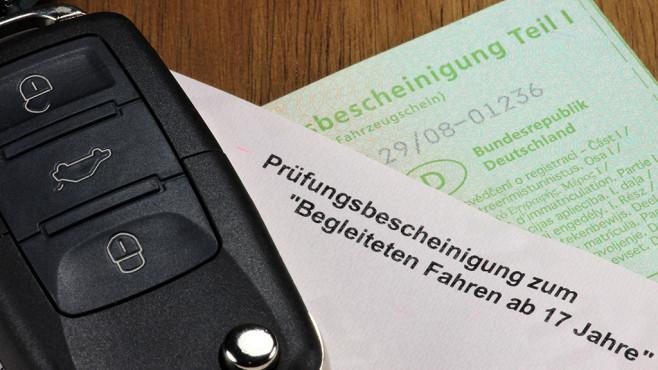 Fuhrerschein Mit 17 Gunstigere Kfz Versicherung Computer Bild