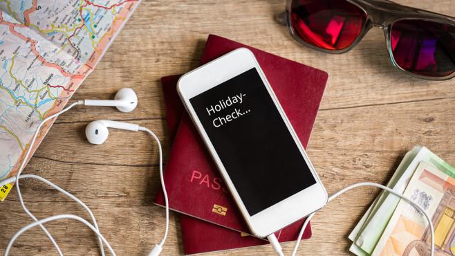 Tipps für die Handy-Nutzung im Urlaub©Igor Mojzes-Fotolia.com