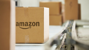 Paket von Amazon©istock.com/Cathy Yeulet