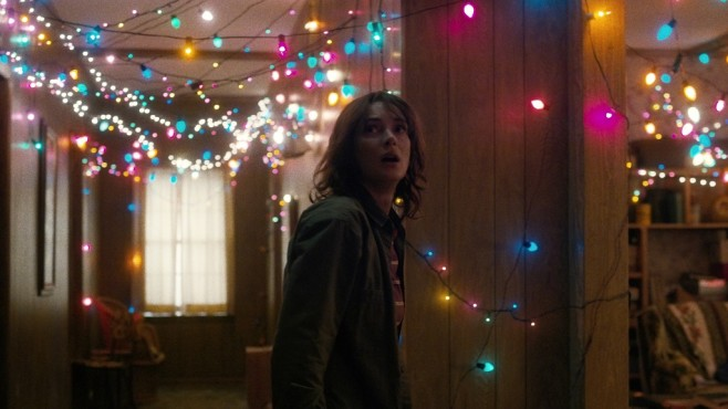 Szene aus Stranger Things: Winona Ryder © Courtesy of Netflix