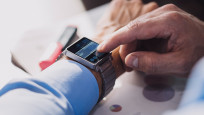 Schlappe Smartwatch©Guido Mieth / gettyimages