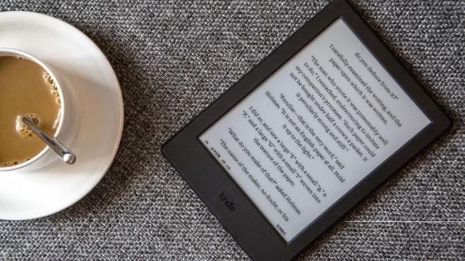 Ebook-Reader auf Kaffeetisch©Zhang Peng/gettyimages