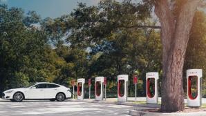 Tesla l�dt an Supercharger©Tesla Motos