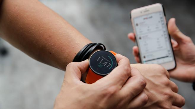 Pulsuhr von Polar mit Smartphone-App©COMPUTER BILD