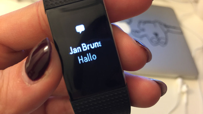 SMS Fitbit Charge 2 ©COMPUTER BILD