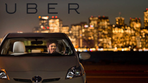 Uber-Logo mit Auto©Uber