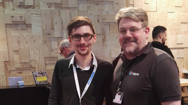 Redakteur Martin Malischek mit Sipgate-Geschäftsführer Tim Mois©COMPUTER BILD