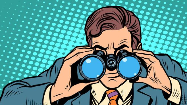 Windows spioniert den Nutzer aus ©Fotolia--studiostoks-Businessman looking through binoculars. Lead vision