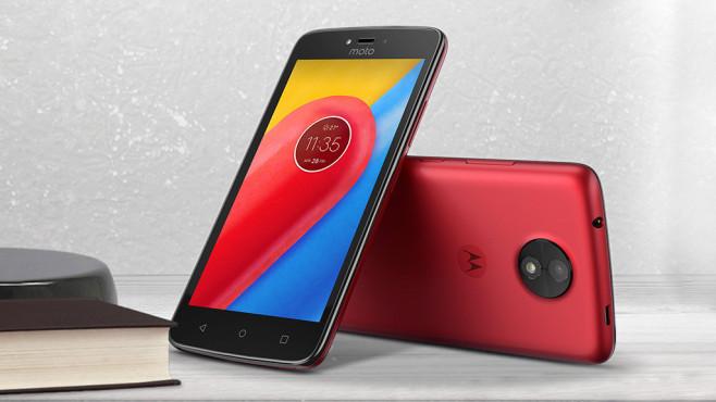 Lenovo Moto C (Plus): Einsteiger-Smartphones kommen im Juni Das Lenovo Moto C gibt es genau wie die Plus-Variante in Rot, Gold und Schwarz.©Lenovo, Stanisic Vladimir - Fotolia.com