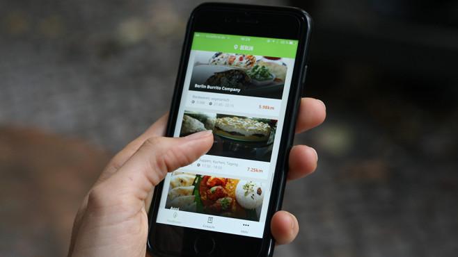 Handy mit Mealsaver-App©Eatup/Mealsaver