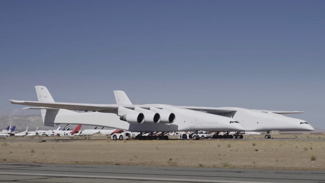 Stratolaunch: Flugzeug © Straolaunch Systems / YouTube-Screenshot