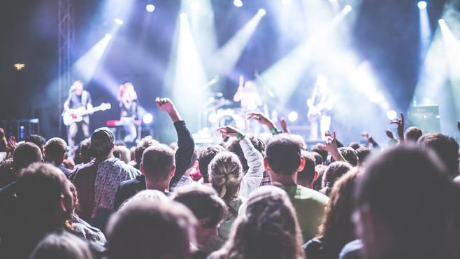 Festival-Saison: Diese Packliste ist Pflicht für alle Besucher! Ausgelassen feiern und Musik ohne Pause: Festivals begeistern Fans überall auf der Welt.©Picjumbo/Pexels