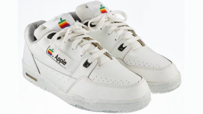 Apple-Sneaker©Heritage Auctions