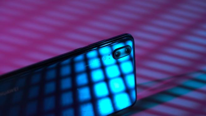Huawei P20: Test, News, Preis, Release, vorbestellen – alle Infos! Das P20 verfügt über die gewohnte Dual-Kamera (12-Megapixel-Farb- und 20-Megapixel-Monochrom-Linse – und die ist richtig gut!©COMPUTER BILD