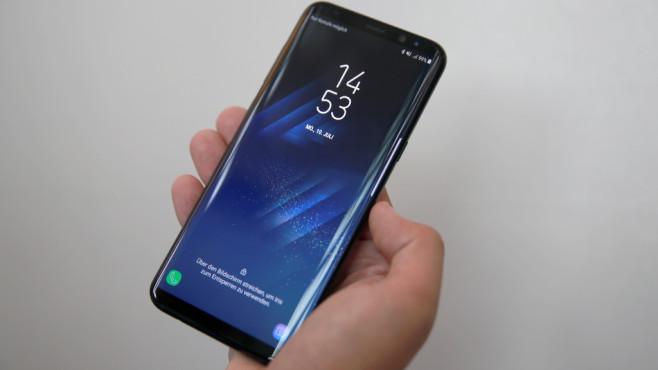 Samsung Galaxy S8 Plus Duos im Test: Die Nummer 1 noch besser! Optisch und technisch hat sich das S8 Plus auch in der Duos-Version nicht verändert, ist komplett baugleich im Vergleich mit dem normalen Modell.©COMPUTER BILD