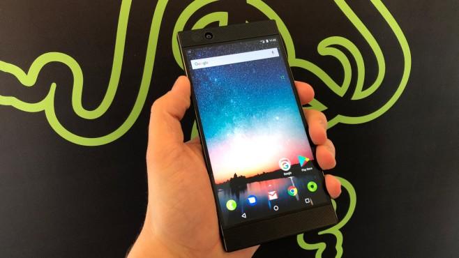 Razer Phone im Praxis-Test: DAS Gamer-Smartphone? 16:9 statt XXL-Display: Der Bildschirm kommt im klassichen Format daher.©COMPUTER BILD