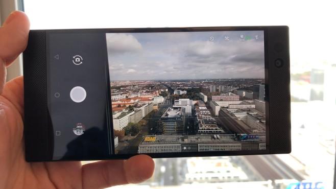 Razer Phone im Praxis-Test: DAS Gamer-Smartphone? Die mittlerweile typische Dual-Kamera ist ebenfalls an Bord – der Funktionsumfang für das doppelte Linsen-Gespann aber überschaubar.©COMPUTER BILD