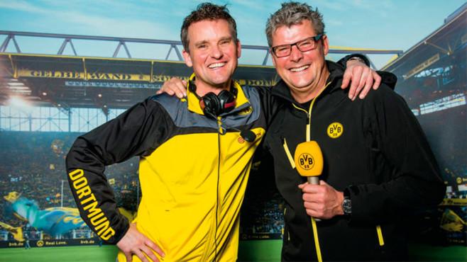 Sky, Amazon & Co.: Lizenz-Chaos! Wo läuft die Bundesliga? Volle Packung für die Ohren: die kostenlosen Fan-Radios wie das des BVBs mit Stadionsprecher Norbert Dickel (rechts) sind eine gute Alternative und garantiert parteiisch.©Borussia Dortmund