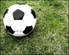 Der Fußball rollt bald auch wieder bei Premiere.