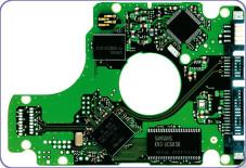 """Hybrid-Festplatten Der kleine Unterschied: Auf der Elektronik-Platine einer Hybrid-Festplatte sitzt ein zusätzlicher Speicherbaustein . In der """"MH80""""-Serie von Samsung arbeitet ein Chip mit 128 oder 256 Megabyte."""