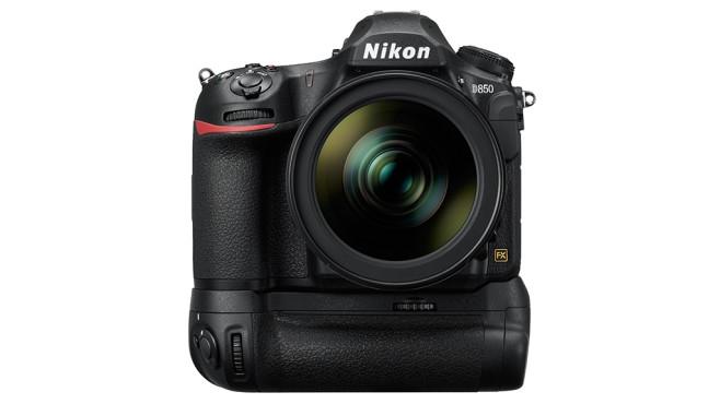 Nikon D850: Batteriegriff als Zubehör©Nikon