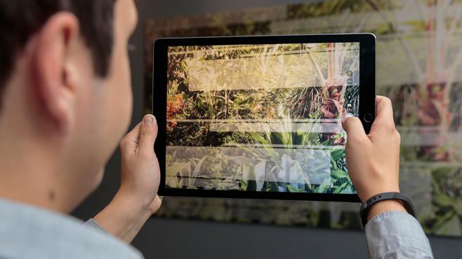 Apple iPad Pro 12,9 (2017) im Test: Man, ist DAS groß, man! Riesiges XXL-Display mit beeindruckenden Farben. Nur für Fotos ist das 12,9er ob seiner Größe nur bedingt geeignet.©COMPUTER BILD