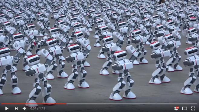 Tanzende Roboter-Armee©Screenshot YouTube https://www.youtube.com/watch?v=ouZb_Yb6HPg