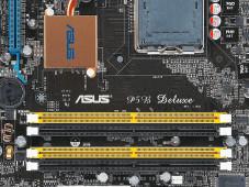 """BIOS-Einstellungen: Oft finden Sie auf der Hauptplatine deren genaue Modellbezeichnung. Hier: """"P5B Deluxe""""."""